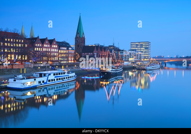 river in Beremn city in dusk during Christmas, Germany - Stock Image