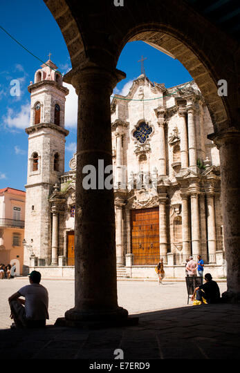 Catedral de la Habana is visible through arches across the cathedral plaza in Havana, Cuba. - Stock Image