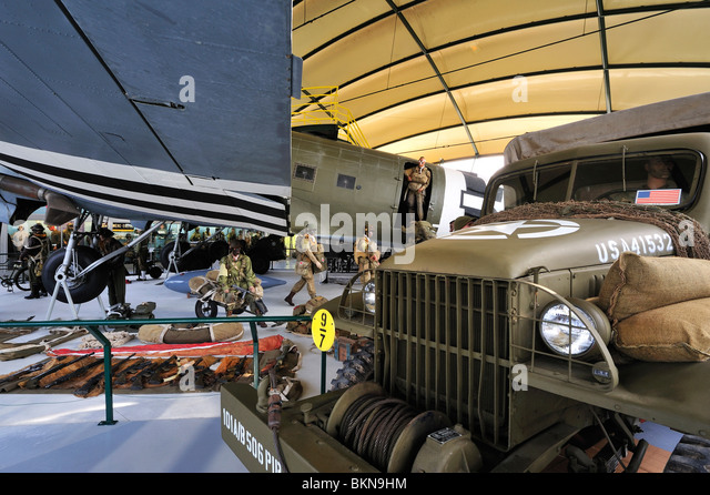 World War Two vehicles, uniforms and weapons of the American army in the Airborne Museum at Sainte-Mère-Église, - Stock Image