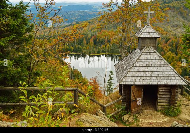 Rachelsee (Rachel Lake) and Rachelkapelle (chapel), Bavarian Forest National Park, Bavarian Forest, Bavaria, Germany - Stock-Bilder