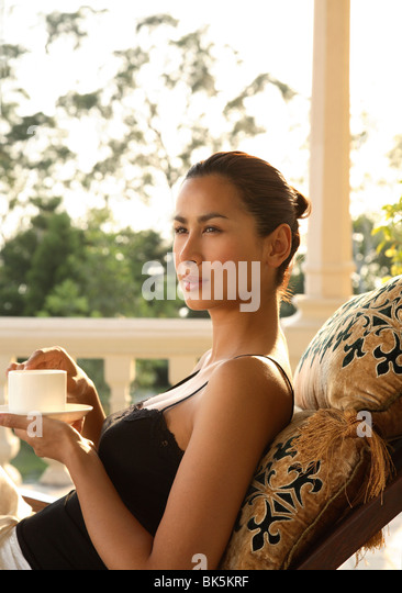 Girls on the Suite Terrace at Ananda in the Himalayas, India, Asia - Stock-Bilder