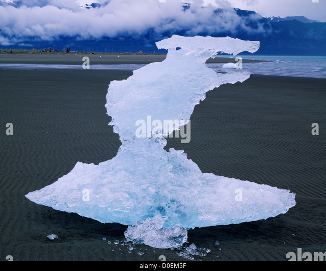 Bizarrely Sculpted Iceberg Stranded at Low Tide - Stock Image