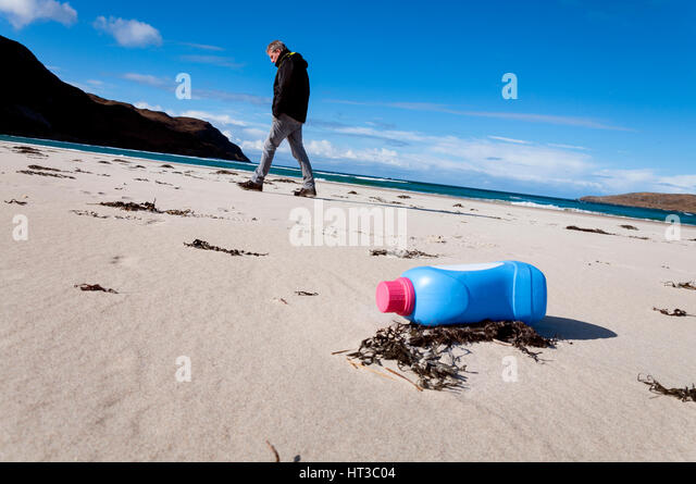 Plastic bottle waste pollution on Maghera beach, Ardara, County Donegal, Ireland - Stock Image