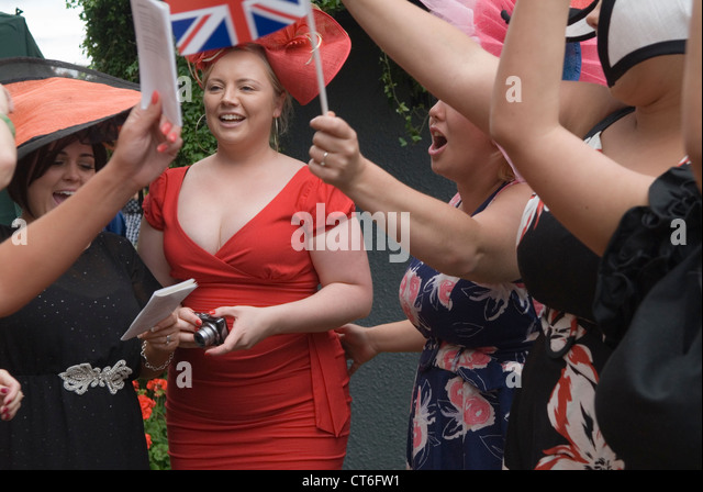 Royal Ascot horse racing Berkshire. Group of girls women singing at the bandstand end of the days races HOMER SYKES - Stock Image
