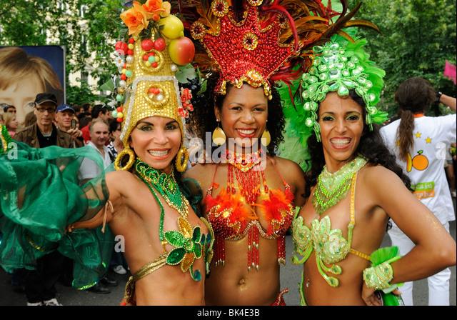 Three Brazilian Samba dancers at Karneval der Kulturen, Carnival of Cultures, Kreuzberg district, Berlin, Germany, - Stock-Bilder