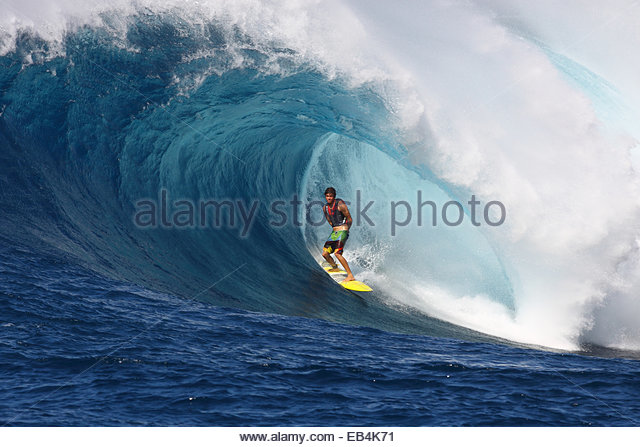 Best shot ever of Albee Layer surfing in a barrel at Jaws. - Stock-Bilder