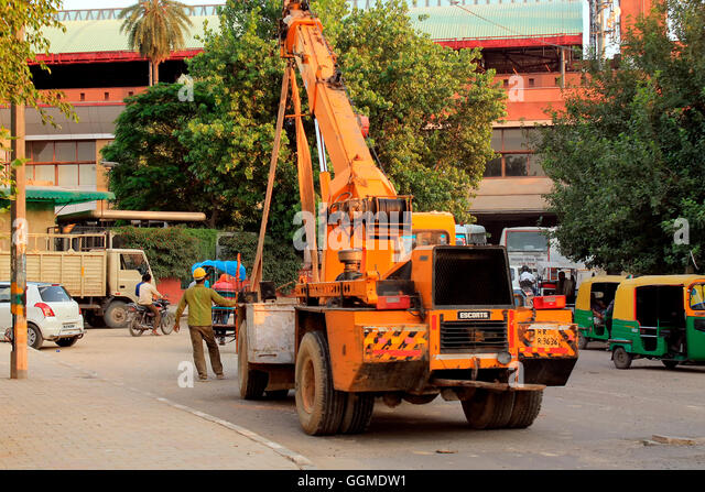 Worker assisting crain for construction, Delhi , India - Stock Image