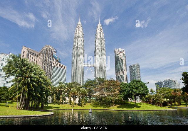 Malaysia, Asia, Kuala Lumpur, town, city, Petronas Towers, architecture, moulder, pond, toys boat, green, palms, - Stock Image