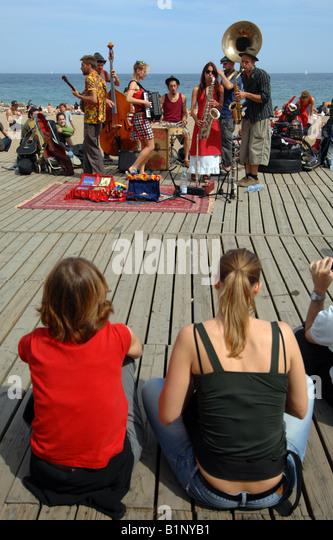 Barcelona beach, music band plays for public, Barcelona, Spain - Stock-Bilder