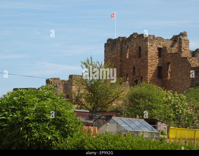 Newcastle Upon Tyne, 15th May 2015. UK Weather. 11th century Norman Castle, with small holding allotment plots in - Stock Image