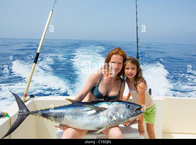 Girl big game fishing stock photos girl big game fishing for Tuna fishing games