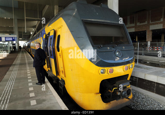 An intercity train at the railway station in Breda, the Netherlands. - Stock-Bilder