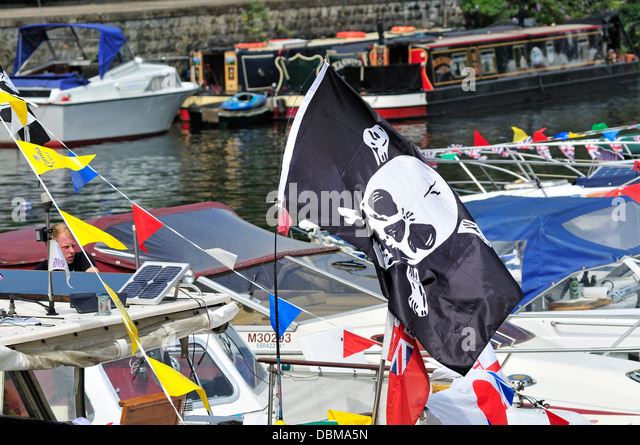 Maidstone, Kent, England, UK. Annual Maidstone River Festival (July 27th 2013) Jolly Roger / Skull and Crossbones - Stock Image