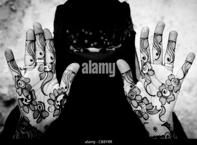 Unrecognizable Young Woman Wearing Hijab Veil Shows Palm Of Her Hand Painted With Henna And Indigo Blue, Lamu, Kenya - Stock Image