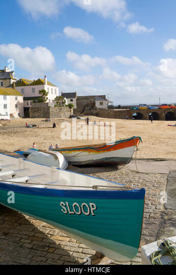 St. Ives harbour beach with the bow of the gig boat Sloop in the foreground, Cornwall England UK. - Stock Image