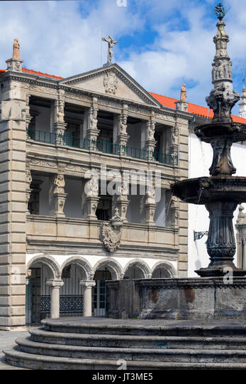 The Misericordia and the Renaissance fountain (1535) in Praca da Republica in the city of Viana do Castelo in northern - Stock Image