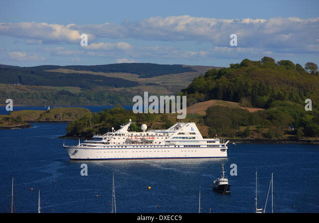 the Cruise liner ' Le Diamant' anchored in Tobermory bay, Isle of Mull, Argyll - Stock Image