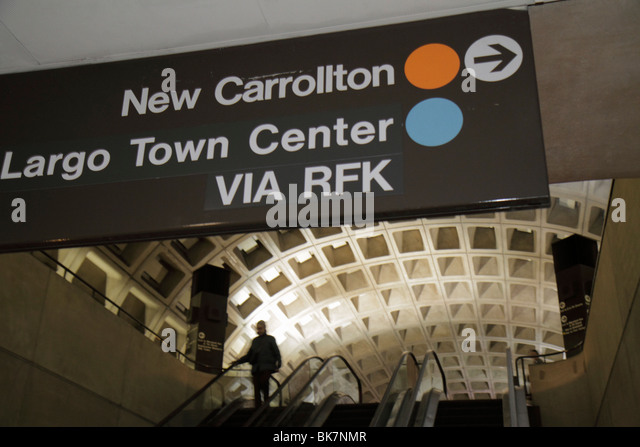 Washington DC 9th Street NW Gallery Place Metro Station rapid transit system public transportation sign direction - Stock Image