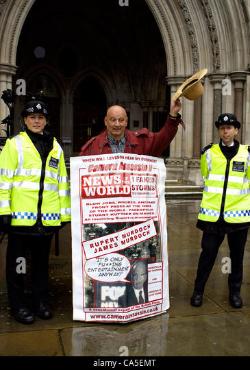 11th June 2012. London, UK. Former News of the World photographer Ian Cutler, demonstrates during the Leveson Enquiry - Stock Image