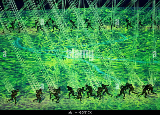 Rio de Janeiro, RJ, Brazil. 5th Aug, 2016. XXXI OLYMPIC GAME OPENING CEREMONY: Performers participate in the opening - Stock Image