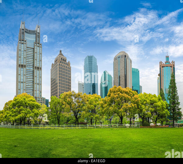 city park greenbelt with modern building - Stock Image