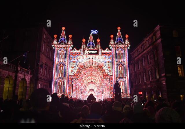 Edinburgh, Scotland, UK. 13th December, 2015. The Street of Light Christmas light show on the Royal Mile in Edinburgh: - Stock Image