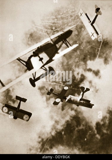 Dogfight between British and German aircraft, World War I, c1916-c1918. Artist: Unknown - Stock Image