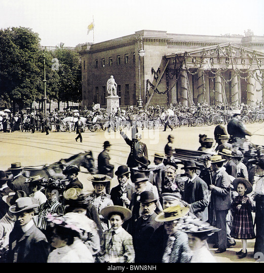 1905 Berlin Neue Wache Juny 3 history historical historic Germany Europe German Empire parade crowd societ - Stock Image
