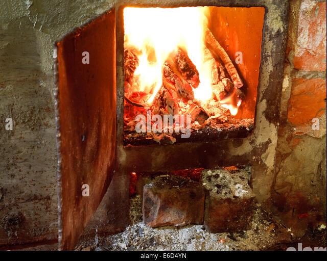 Log Fire Burning In Grate Stock Photos Log Fire Burning In Grate Stock Images Alamy