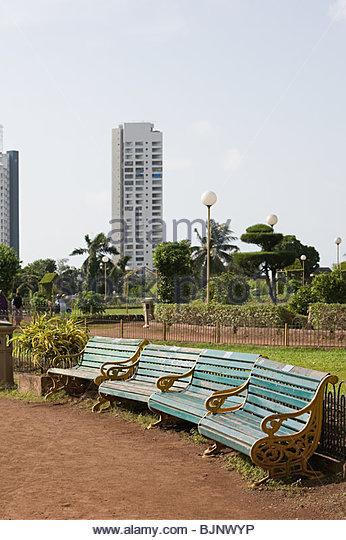 Benches and a garden in mumbai - Stock Image