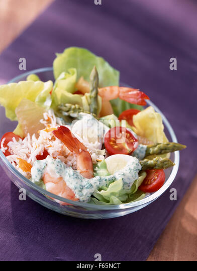 mixed spring salad with prawns (topic: salads) - Stock Image