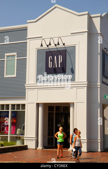 Maine Freeport Route 1 Main Street Gap Factory Store outlet clothing shoes fashion front entrance shopping - Stock Image