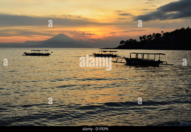 Sunset at Senggigi Beach, with Bali's Gunung Agung in the background, Senggigi, Lombok, Indonesia, Southeast - Stock Image