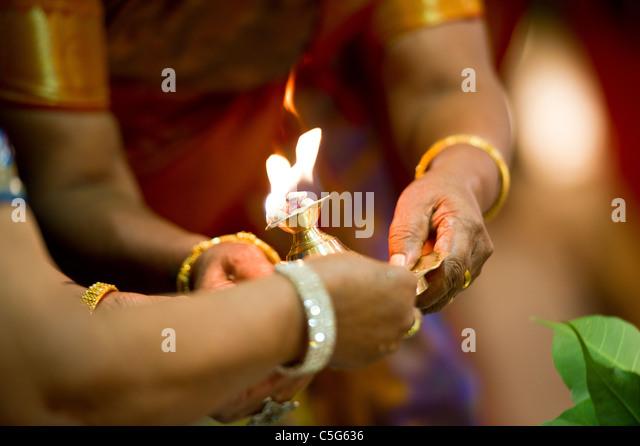 Hindu Indian wedding ceremony in a temple - Stock-Bilder