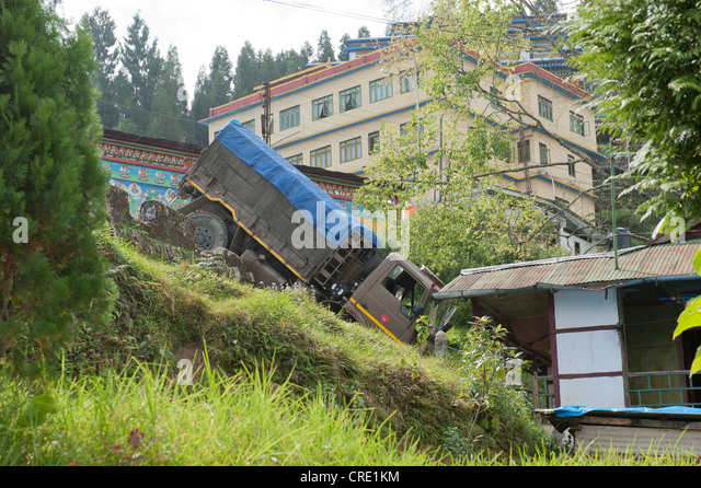 Accident, truck having crashed down a slope, Rumtek Monastery near Gangtok, Sikkim Himalayas, India, South Asia, - Stock Image