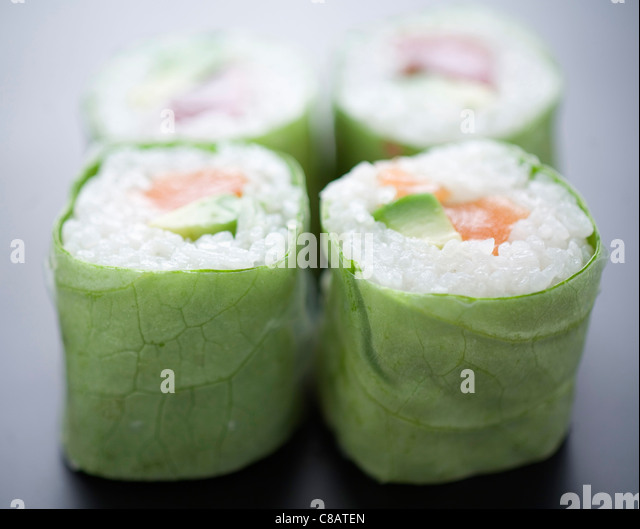 Salmon and avocado lettuce makis - Stock Image