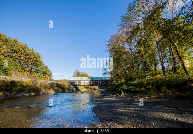 Antique covers bridge in New England, Vermont, USA - Stock Image