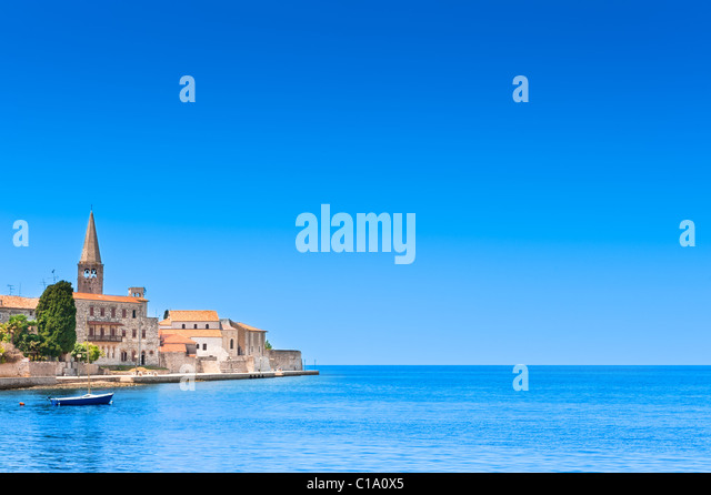 Porec old town in Croatia, Adriatic coast, Istria region, popular touristic destination. Copyspace on blue sky. - Stock-Bilder