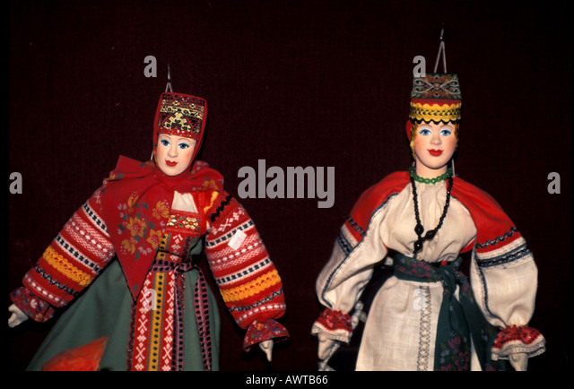 Russia Shopping Dolls in Ethnic Clothing - Stock Image