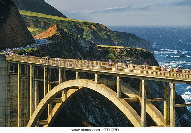 Big Sur California USA Big Sur Marathon runners on Bixby bridge Big Sur - Stock Image