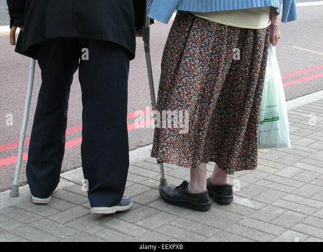 OAPS old age pensioners pensioner elderly couple crossing road with walking sticks South London - Stock-Bilder