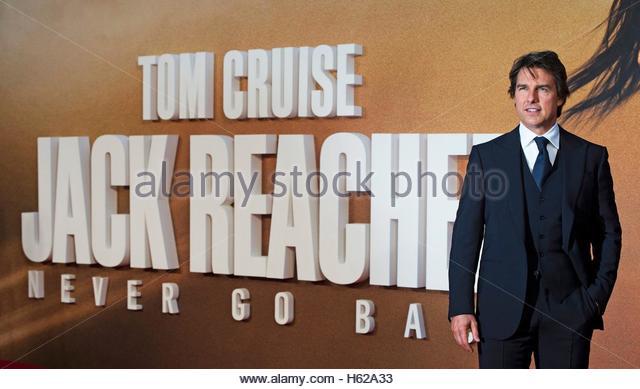 epa05594384 US actor/cast member Tom Cruise arrives at the European premiere of 'Jack Reacher: Never Go Back' - Stock Image