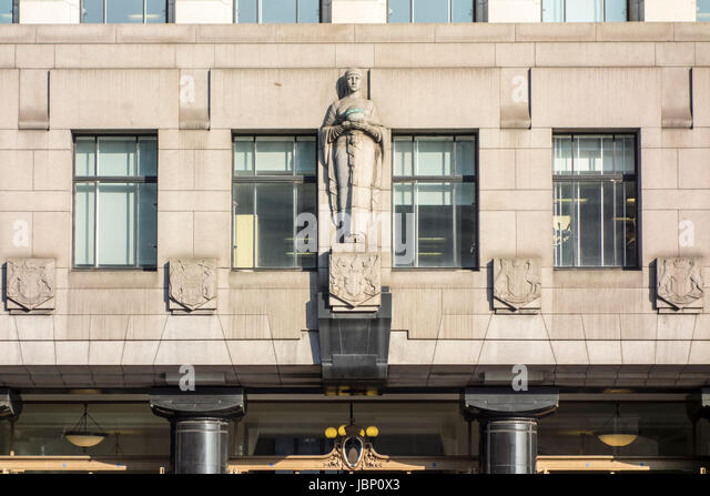 Architectural detail of art deco and Egyptian inspired Adelaide House by Sir John Burnet and Thomas S. Tait, City - Stock Image