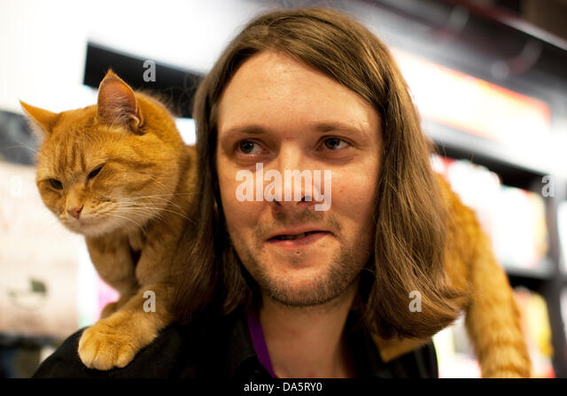 James Bowen And Street Cat Signing Uk