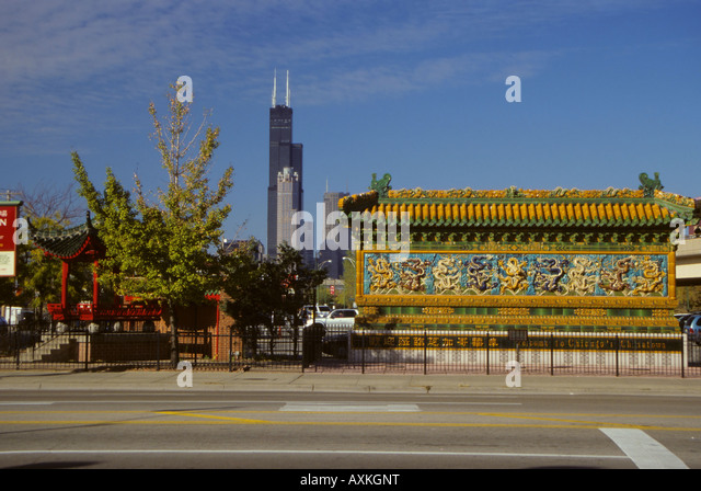 Chicago, Illinois, U.S.A. Chinatown Welcome Mural, Cermak Road, Sears Tower (Willis Tower) in Background. - Stock Image