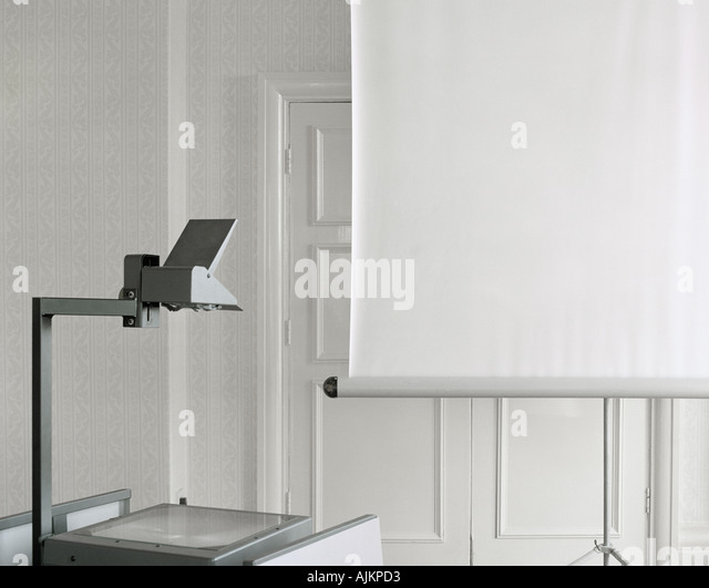 Overhead projector and screen - Stock Image