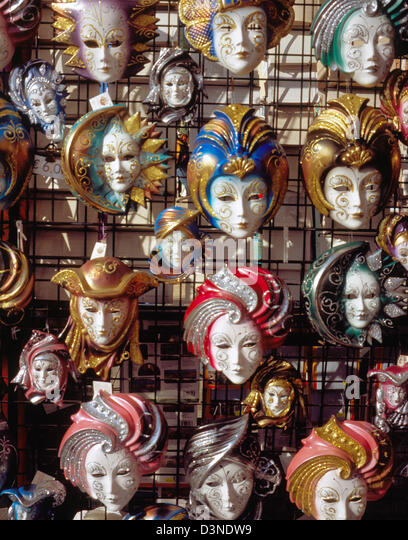 Typical Venetian carnival masks are on sale in Venice, Italy, February 2005. Photo: Willy Matheisl - Stock Image