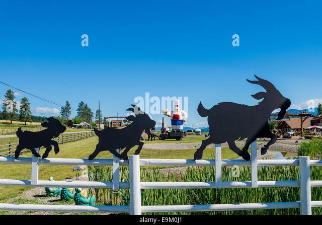 The Log Barn, roadside attraction and store, Armstrong, Okanagan Valley, British Columbia, Canada - Stock-Bilder