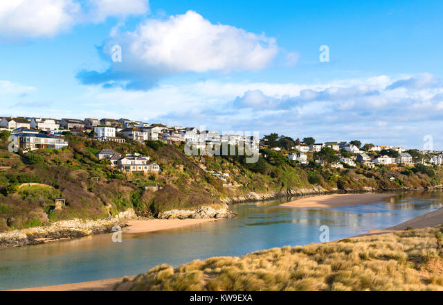 homes on pentire headland ovelooking the river gannel at crantock near newquay in cornwall, england, britain, uk. - Stock Image