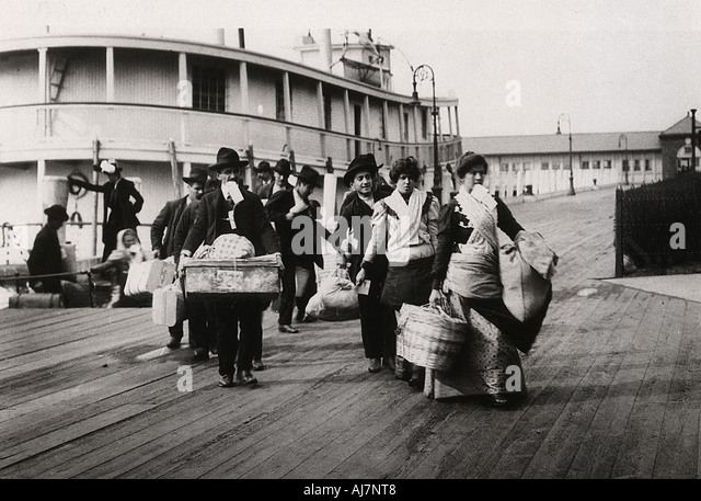 Immigrants to the USA landing at Ellis Island New York c1900  - Stock Image